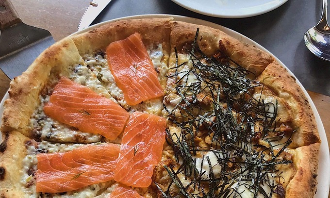 Sashimi Salmon pizza